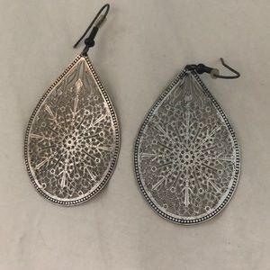Jewelry - Silver teardrop earring